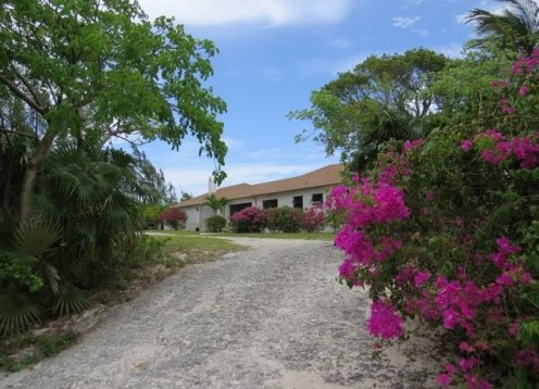 Ideal Winding Bay beachfront property for 1 or 2 couples - Gone Shelling